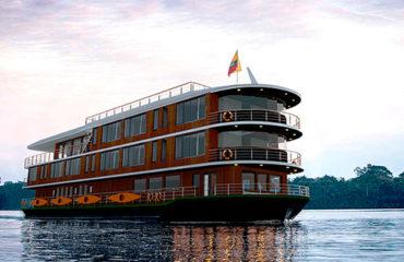 manatee-amazon-cruise2