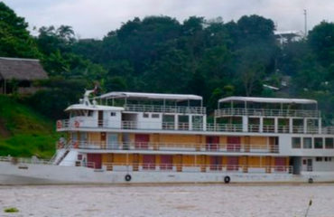 queen-violet-riverboat-amazon-peru6