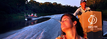 Delfin-amazon-cruise-peru-voyagers