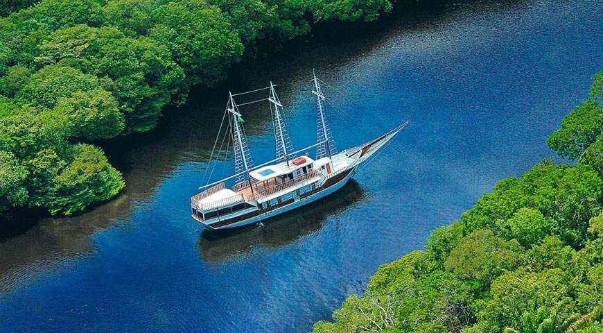 amazon river boat cruise