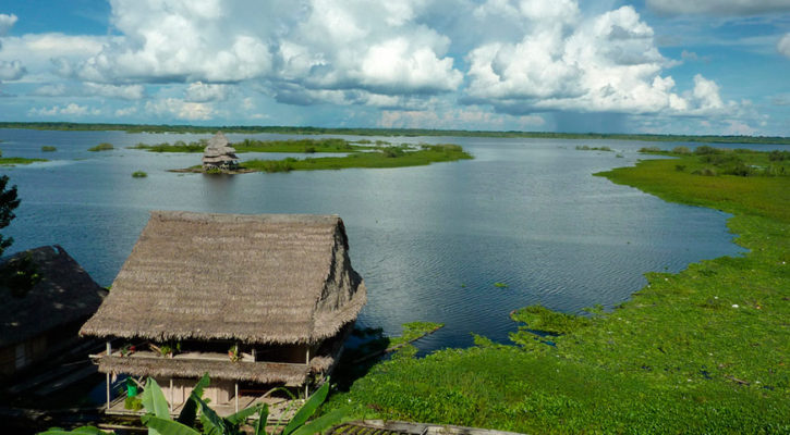 What can you see if you stay a few days in Iquitos before your Amazon Peru cruise?