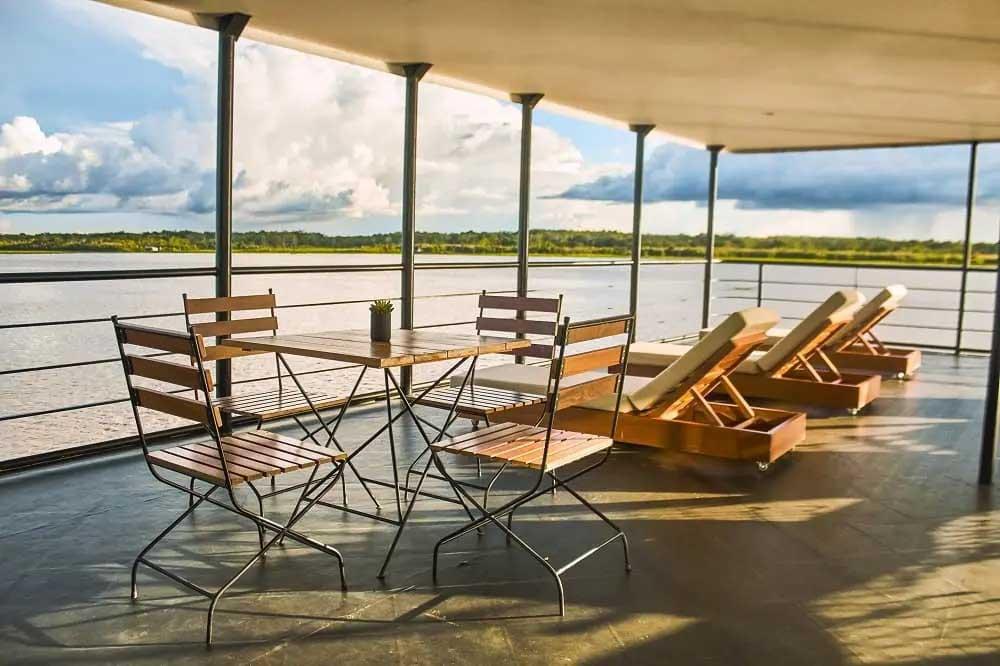 Social Area  La Perla   Amazon Cruise