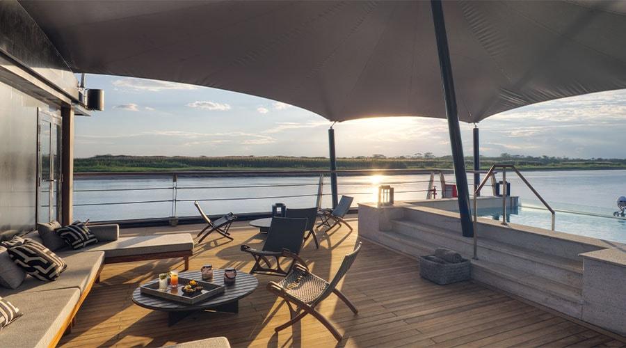 Aqua Nera Outdoor Lounge
